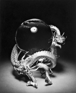 Arakawa_Kazuyoshi_-_Dragon_Supporting_a_Crystal_Ball_-_Walters_571188